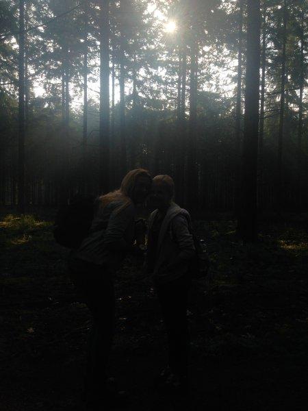 Ergens in het donkere bos liepen eens......